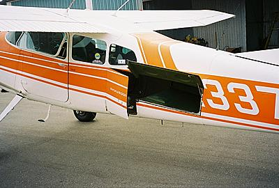Cessna A185F stretcher door and photo port photos