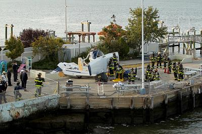 Click image for larger version.  Name:sea-plane-crash-10.jpg Views:193 Size:250.5 KB ID:51434